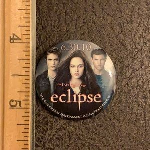 The twilight Saga eclipse promo pin buttons